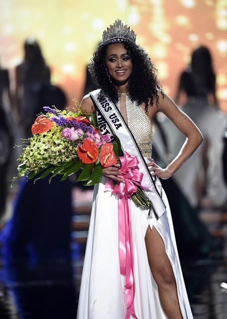 2017 Miss USA  – Las Vegas, Nevada, U.S., 14/05/2017 - Miss District of Columbia Kara McCullough poses after being crowned 2017 Miss USA. REUTERS/David Becker