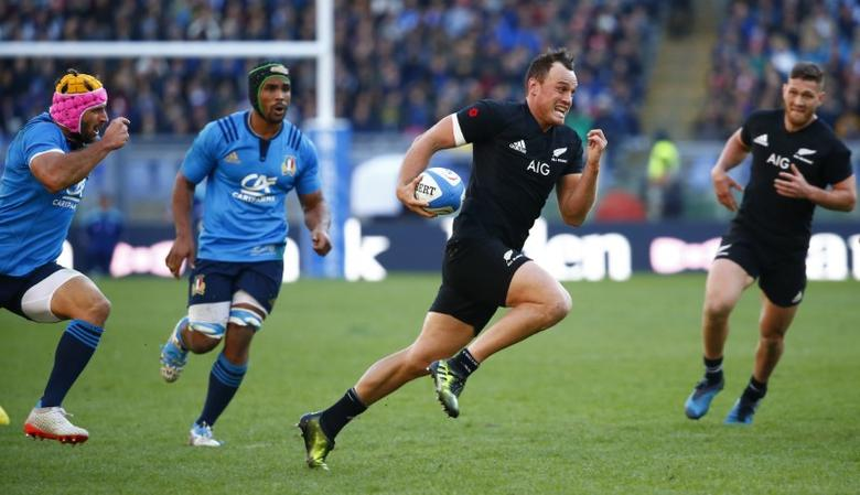 Britain Rugby Union - Italy vs New Zealand - Stadio Olimpico, Rome, Italy - 12/11/16 New Zeland's Israel Dagg runs in to score a try Reuters / Tony Gentile Livepic