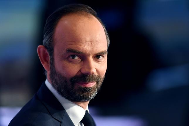 5月16日、フランスのエドゥアール・フィリップ首相(写真)は、航空機部品ゾディアック・エアロスペースのブノワ・リバデュー=デュマ最高経営責任者(CEO)を首席補佐官に指名した。フランス・パリで15日撮影(2017年 ロイター/Christophe Archambault)