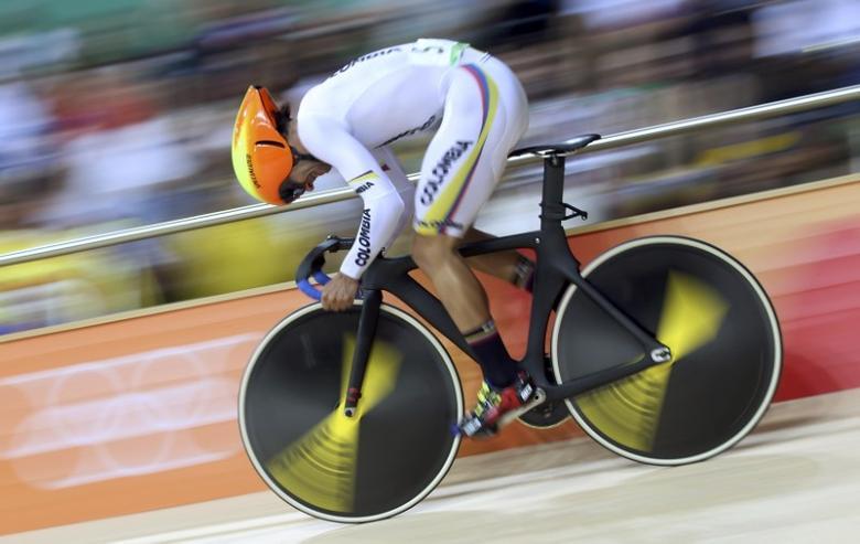 2016 Rio Olympics - Cycling Track - Final - Men's Omnium Flying Lap 250m Time Trial - Rio Olympic Velodrome - Rio de Janeiro, Brazil - 15/08/2016. Fernando Gaviria (COL) of Colombia competes. REUTERS/Eric Gaillard