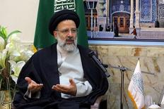 المرشح في انتخابات الرئاسة الإيرانية إبراهيم رئيسي خلال اجتماع في قم - صورة من أرشيف رويترز.