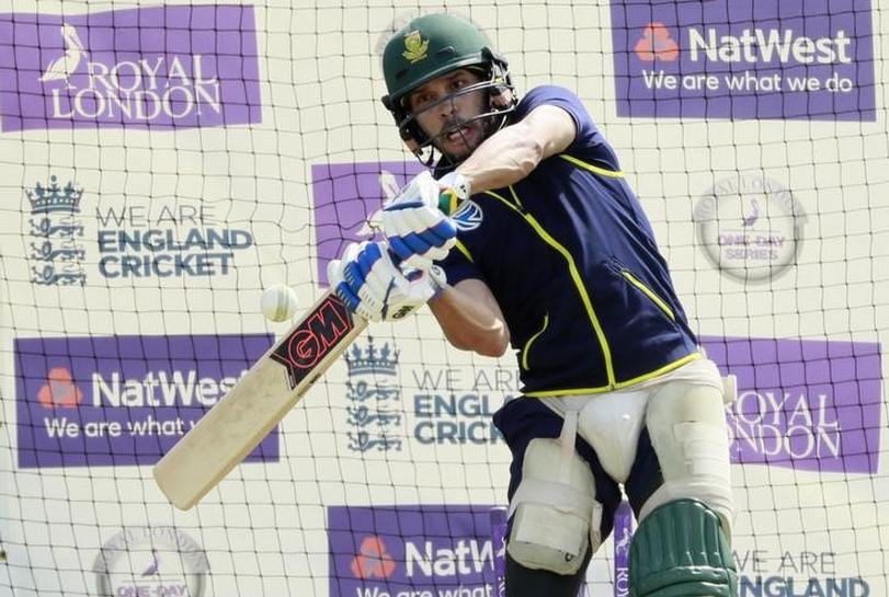 Cricket-'Uneasy' Proteas staying put despite Manchester attack