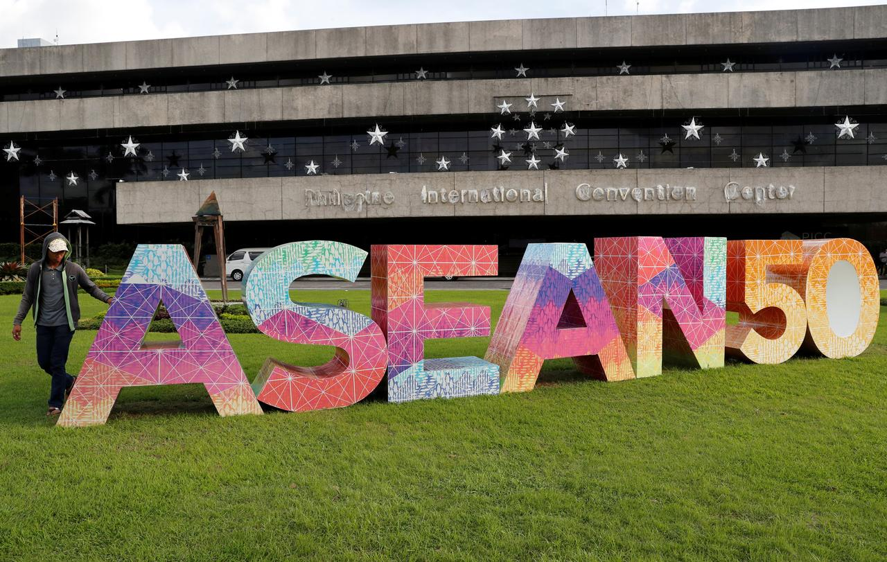 Corrected Asean Signs Free Trade Investment Pacts With Hong Kong
