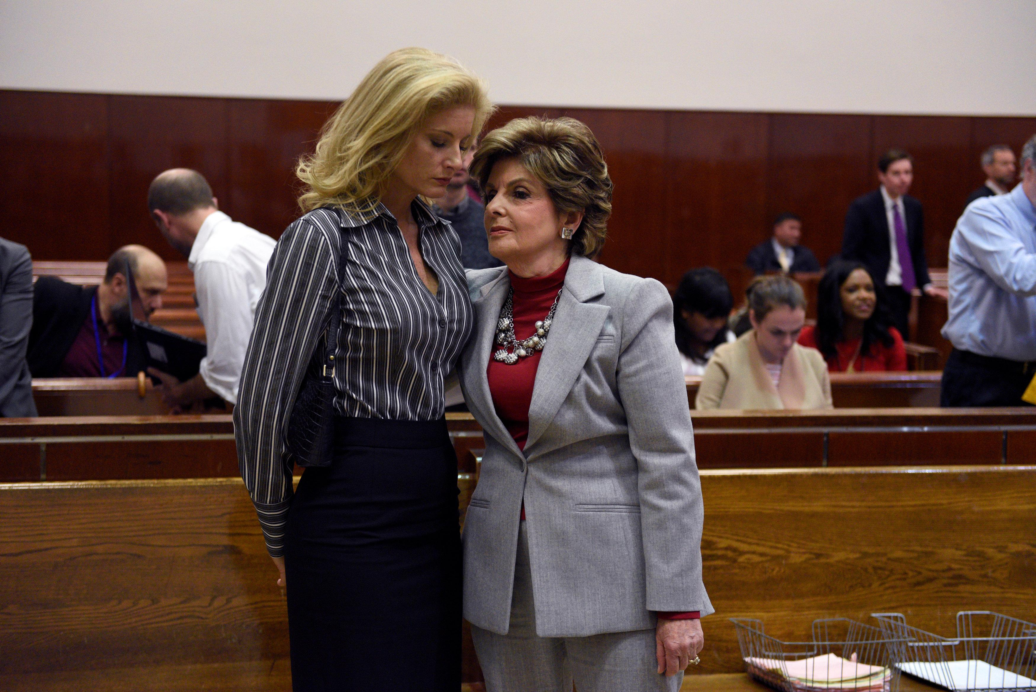 Summer Zervos (C), a former contestant on The Apprentice, leaves New York State Supreme Court with attorney Gloria Allred (R) after a hearing on the defamation case against U.S. President Donald Trump in Manhattan, New York, U.S., December 5, 2017.  Barry Williams/Pool