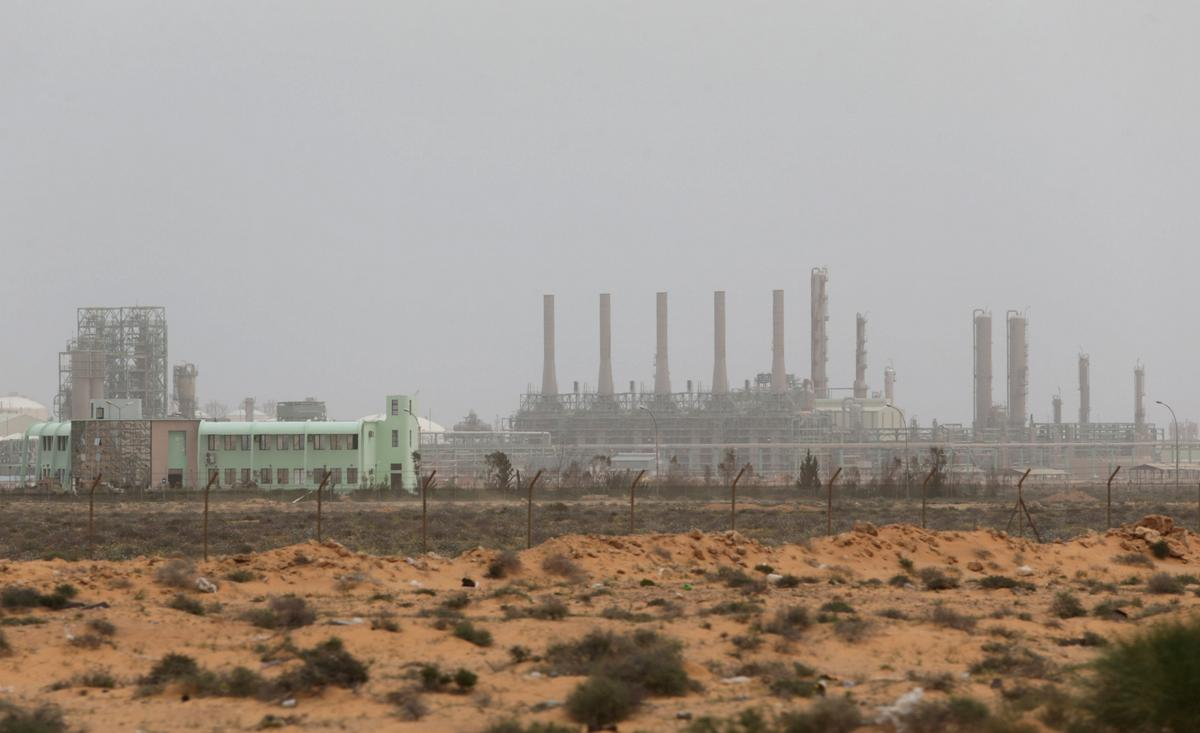 East Libyan forces advance to retake oil ports