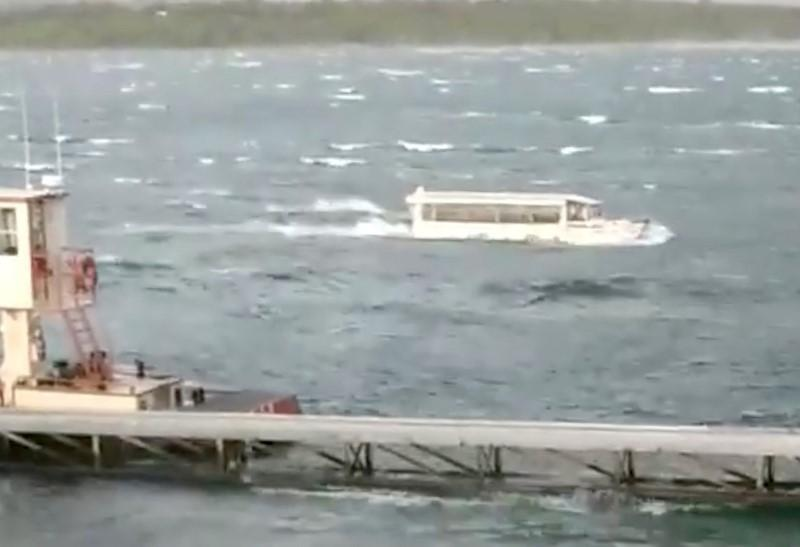 A duck boat is seen at Table Rock Lake in Branson, Missouri, U.S., July 19, 2018 in this picture grab obtained from social media video. Ron Folsom/via  THIS IMAGE HAS BEEN SUPPLIED BY A THIRD PARTY. MANDATORY CREDIT. NO RESALES. NO ARCHIVES.