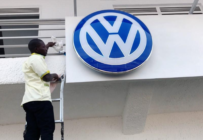 A worker fixes the Volkswagen logo outside the new car plant in Kigali, Rwanda June 27, 2018. Clement Uwiringiyimana - RC11C0607830