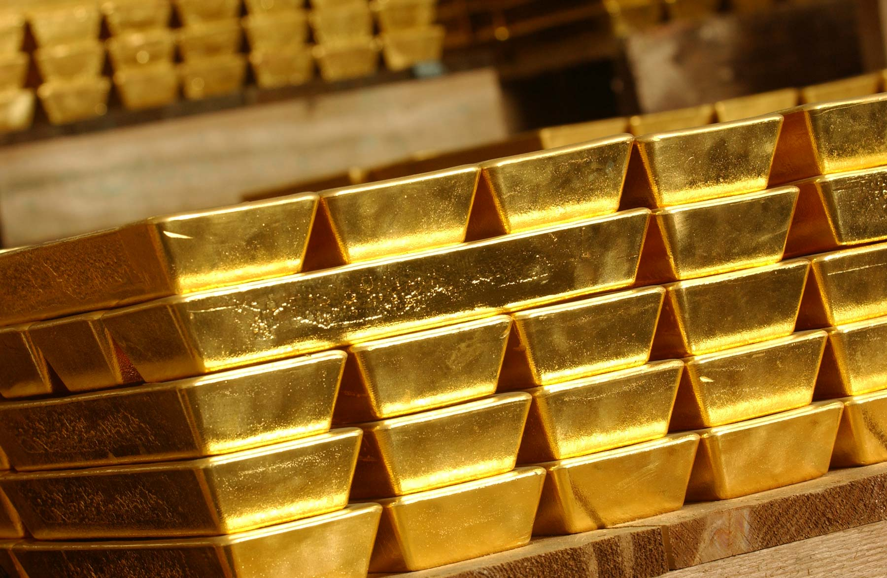 Central-Bank Buying More Gold and Clamouring for a Return of the Gold Standard: is it a Good Idea?