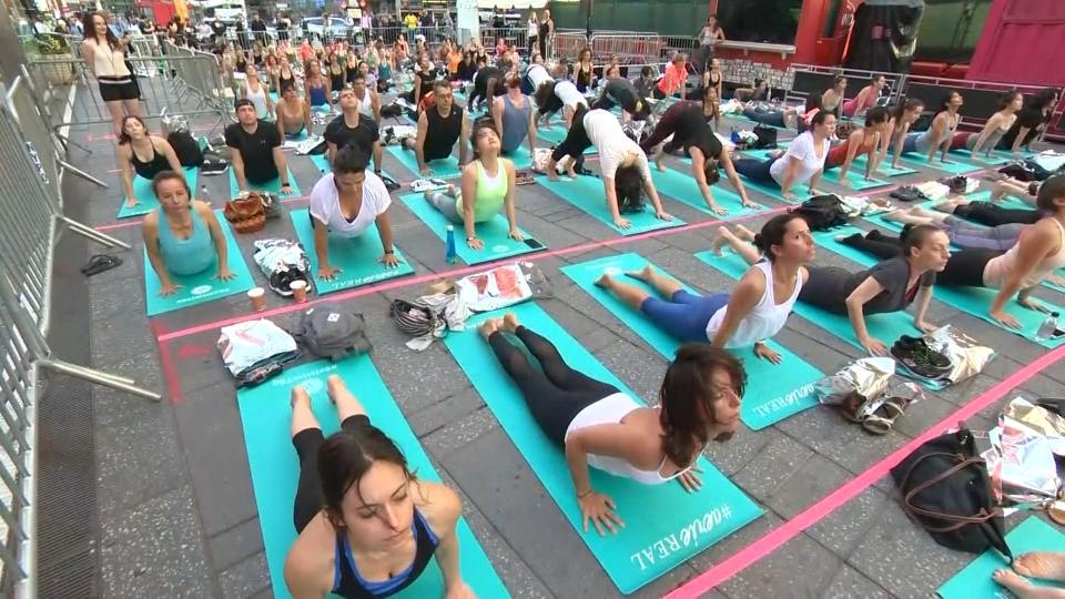 A Yoga Summer Solstice Celebration In Times Square Reuters
