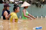Vietnam fights floods ahead of APEC summit