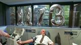 特殊な抗体もつ血液で240万人救う、豪州の「献血王」が引退(字幕・16日)