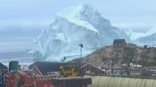 グリーンランドの小さな村に巨大な氷山接近、津波の危険も(字幕・14日)