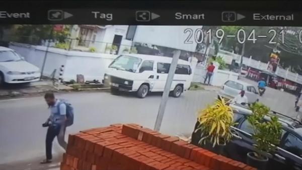 スリランカ同時攻撃、防犯カメラに爆発直前の容疑者の映像(字幕・23日)