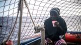 イタリア副首相、移民上陸に法的措置を警告(字幕・20日)