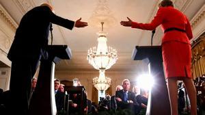 """英国驻美大使辞职 因其骂特朗普政府""""无能""""的备忘录遭泄密"""