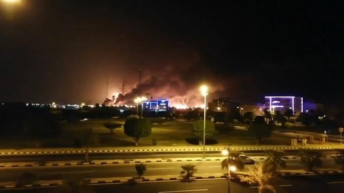 サウジの石油施設にドローン攻撃、世界供給量の約5%が生産できず(14日)