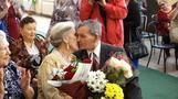 幸せな夫婦生活の秘訣とは?結婚70周年のカップルに聞く(字幕・14日)