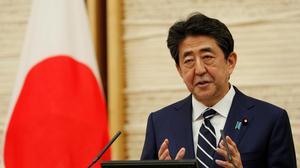 """日本宣布全国脱离紧急状态 安倍夸耀""""日本模式"""""""