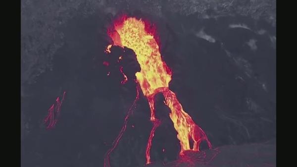 米ハワイ島のキラウエア火山、噴火の最新映像(字幕・18日)
