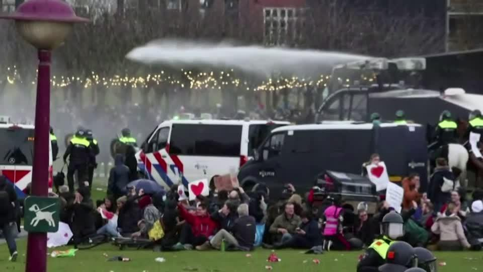 Water cannon fired at Dutch lockdown protest