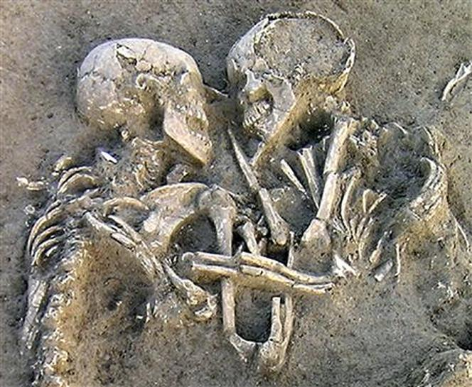 Eternal embrace? Couple still hugging 5,000 years on | Reuters