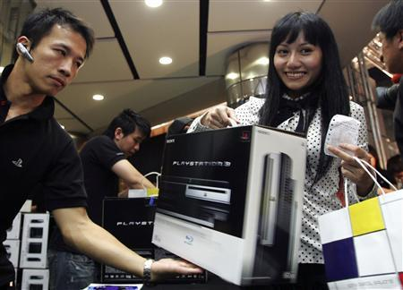In this file photo a customer buys a Sony PlayStation 3 on the first day of its sale in Taipei November 17, 2006. REUTERS/Richard Chung