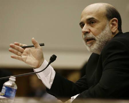 7月19日、バーナンキFRB議長(写真)の18日の米議会証言を受け、金融市場では米政策金利が今後1年近く動かないとの見方が広がった(2007年 ロイター/Jason Reed)