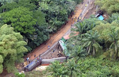 Aerial view shows the wrecked containers of a derailed freight train in Ndenga Mongo, Kasai Province in southern Democratic Republic of Congo August 4, 2007. REUTERS/POOL/Lionel Healing