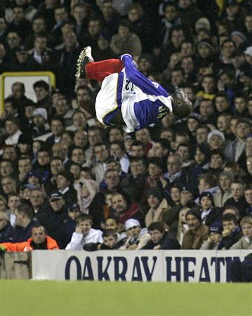 Portmouth's Lomana LuaLua celebrates after scoring during the English Premier League match against Tottenham Hotspur at White Heart Lane in London, December 12, 2005. Democratic Republic of Congo striker LuaLua has completed his move from English Premier League side Portsmouth to Greek champions Olympiakos Piraeus. REUTERS/Barry Bland Picture Supplied by Action Images NO ONLINE/INTERNET USE WITHOUT A LICENCE FROM THE FOOTBALL DATA CO LTD. FOR LICENCE ENQUIRIES PLEASE TELEPHONE +44 207 298 1656.