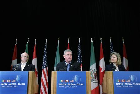 Canadian Minister of International Trade David Emerson (C) along with Mexican Secretary of the Economy Eduardo Sojo Garza-Aldape (L) and United States Trade Representative Ambassador Susan C. Schwab take questions during the closing press conference of the NAFTA Free Trade Commission meeting in Vancouver, British Columbia, August 14, 2007. REUTERS/Lyle Stafford