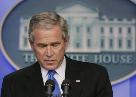 8月31日、ブッシュ米大統領、サブプライム問題への対応で借り手救済策を公表(2007年 ロイター/Larry Downing)