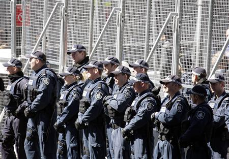Policemen stand guard in front a security fence outside a hotel where delegates attending the Asia-Pacific Economic Cooperation (APEC) meeting in Sydney are staying September 5, 2007. REUTERS/Reinhard Krause