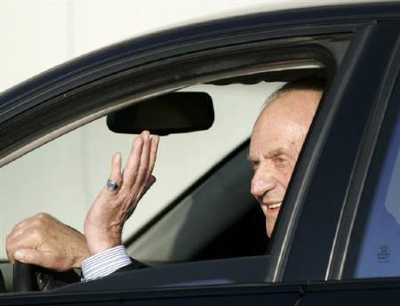 Spain's King Juan Carlos waves after arriving at Son San Joan airport in the Balearic island of Mallorca July 18, 2007. REUTERS/Dani Cardona/Files