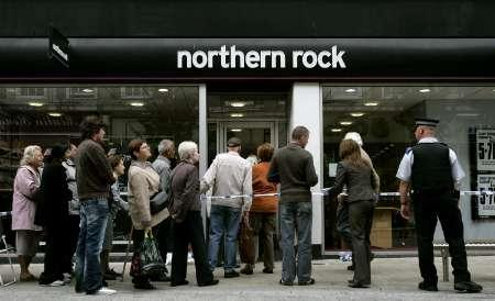 Customers queue to enter a branch of Northern Rock in Kingston, Surrey, southern England, September 17, 2007. Shares in Northern Rock slid further on Monday, down as much as 40 percent as depositors continued to withdraw their cash from the embattled mortgage lender, putting its under further strain. REUTERS/Alessia Pierdomenico
