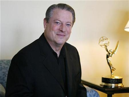 Former Vice President Al Gore poses in Los Angeles September 17, 2007. The world's top leaders should meet every three months, starting next year, until a plan is drawn up to reduce emissions blamed for global warming, Gore said on Monday. REUTERS/Mario Anzuoni