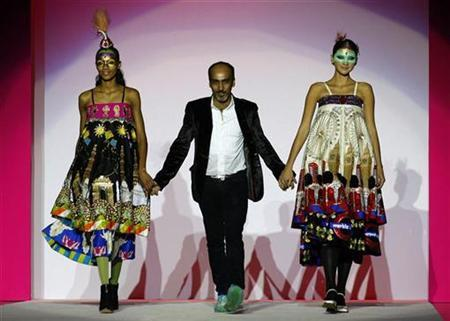 Indian Designers Show For First Time In Paris Reuters