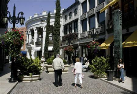 10月1日、芸能人らが多く住むことで有名な米ビバリーヒルズで、レストランの外での喫煙を正式に禁止とする法律が施行された。写真は昨年3月、ビバリーヒルズで撮影(2007年 ロイター/Fred Prouser)