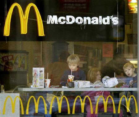 10月12日、調査で米国民が「十戒」よりも「ビッグマック」の具材に詳しいことが判明。2003年にシカゴのマクドナルド店舗で撮影(2007年 ロイター/John Gress)