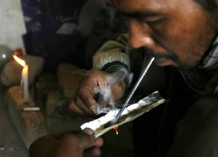 10月15日、アフガニスタンではヘロインを常用する人が急増して問題となっている。写真はカブールで1日に撮影(2007年 ロイター/Ahmad Masood)