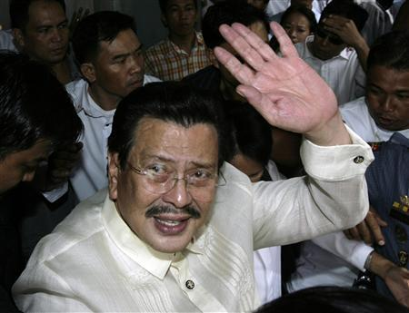 Former Philippine President Joseph Estrada waves as he leaves a court following his verdict at the Sandiganbayan anti-graft court in Quezon City, Metro Manila in this September 12, 2007 file photo. Philippine President Gloria Macapagal Arroyo pardoned Estrada on October 25, 2007, setting aside his conviction and life sentence on charges of plunder. REUTERS/Darren Whiteside/Files