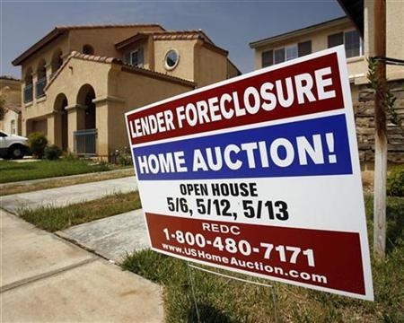 A foreclosure sign in front of a home at 1456 Albillo Loop in Perris, California May 2, 2007. Mortgage lenders launched more than 70,000 foreclosure proceedings in California in the third quarter, marking a record for the state, where many housing markets are slumping amid mortgage market turmoil, according to a report released on Friday. REUTERS/Mark Avery