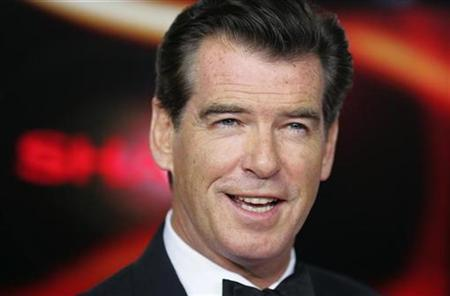 Pierce Brosnan arrives at the red-carpet for the 'Goldene Kamera' award given by a popular German television magazine in Berlin February 1, 2007. REUTERS/Hannibal Hanschke