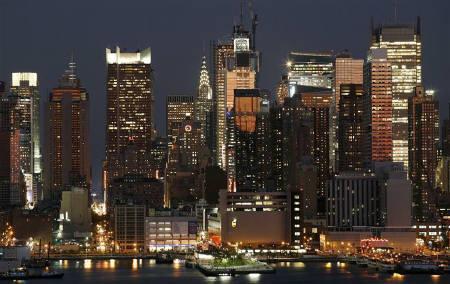 11月2日、今年の米企業業績は5─6%増益止まりとの見方が出てきている。写真はニューヨークの夜景。9月撮影(2007年 ロイター/Gary Hershorn)