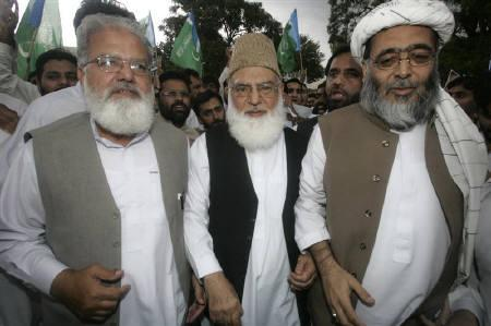 Qazi Hussain Ahmed (C) is seen in Islamabad in this September 17, 2007 file photo. An influential Pakistani Islamist opposition leader on Sunday called for a nationwide protest against President Pervez Musharraf, urging people to come onto the streets to overthrow the country's military leader. REUTERS/Faisal Mahmood
