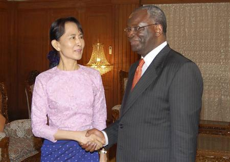 U.N. envoy Ibrahim Gambari (R) shakes hands with Myanmar's opposition leader Aung San Suu Kyi in Yangon, November 8, 2007. Suu Kyi thinks there may have been a change of heart within the junta on political reform after September's bloody crackdown on democracy protests, her party said on Friday. REUTERS/Xinhua