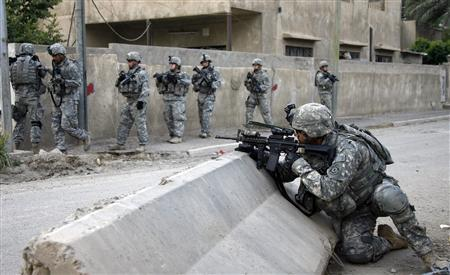 A U.S. soldier with 2nd Platoon, G Company, 3rd Squadron, 2nd Stryker Cavalry Regiment takes position during a patrol in the Muhalla 832 Mechanik neighbourhood in Baghdad November 12, 2007. U.S. forces backed by aircraft killed 25 suspected insurgents in operations targeting al Qaeda near the Iraqi capital Baghdad, the U.S. military said on Thursday. REUTERS/Stefano Rellandini