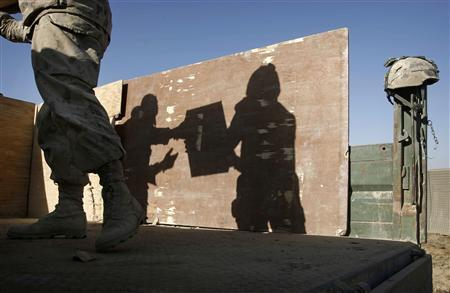 Canadian soldiers from the NATO-led coalition unload supplies in the Taliban heartland of Sangisar in the Zhari district of Kandahar province, southern Afghanistan, November 18, 2007. REUTERS/Finbarr O'Reilly