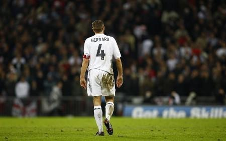 England's Steven Gerrard walks off the pitch following their Euro 2008 Group E qualifying soccer match against Croatia at Wembley in London, November 21, 2007. REUTERS/Kieran Doherty (BRITAIN)