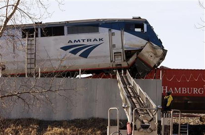 Several hurt in Chicago Amtrak train collision - Reuters