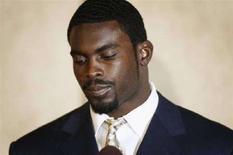 <p>Il quarterback degli Atlanta Falcons, Michael Vick. REUTERS/Jason Reed/File</p>